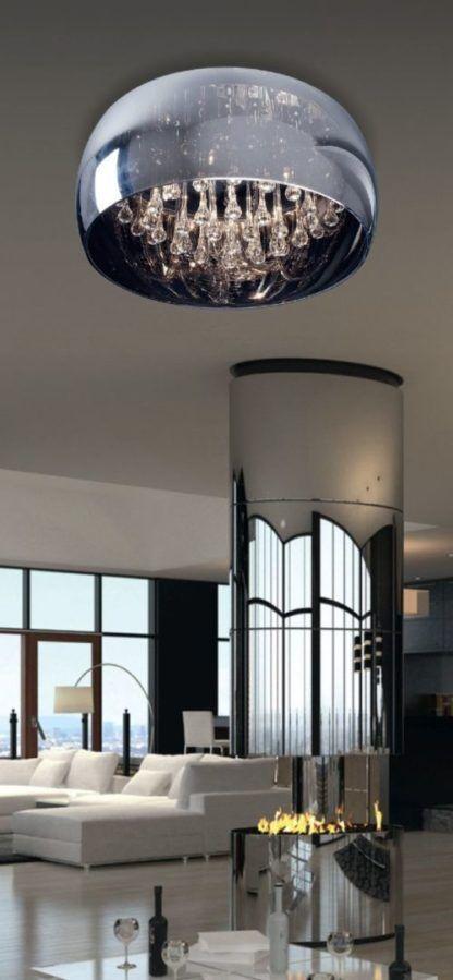 szklany plafon z kryształkami w środku