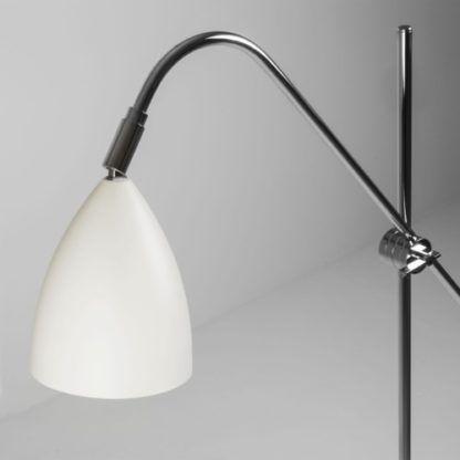 nowoczesna, jasna lampa podłogowa