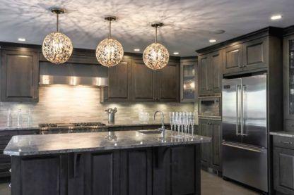 okrągła, metalowa lampa wisząca arabeska - aranżacja kuchnia elegancka