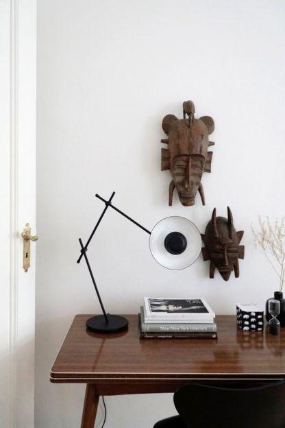 czarna lampa stołowa regulowana metalowa