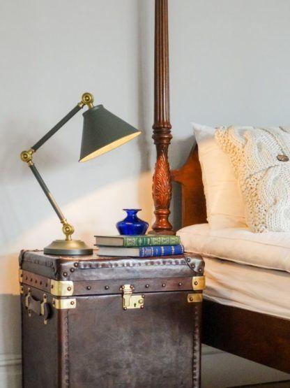 elegancka lampa biurkowa, metalowa,szara - aranżacja pokój podróżnika