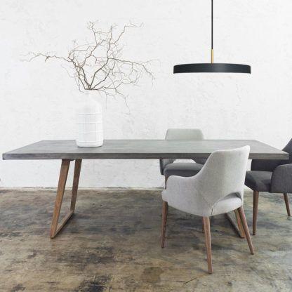 czarna lampa wisząca do jadalni nad stół