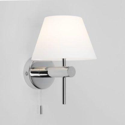 srebrna lampa ścienna do łazienki