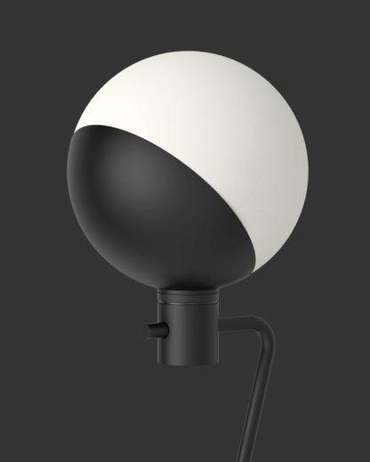 lampa z mlecznym kloszem kulą
