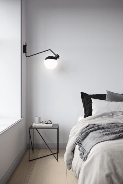 nowoczesny kinkiet do sypialni szklany klosz
