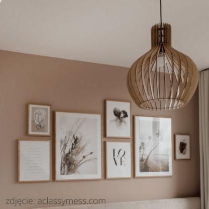 drewniana ażurowa lampa do sypialni - styl boho