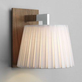 Stylowy kinkiet Nola - Astro Lighting - drewniana podstawa, plisowany klosz