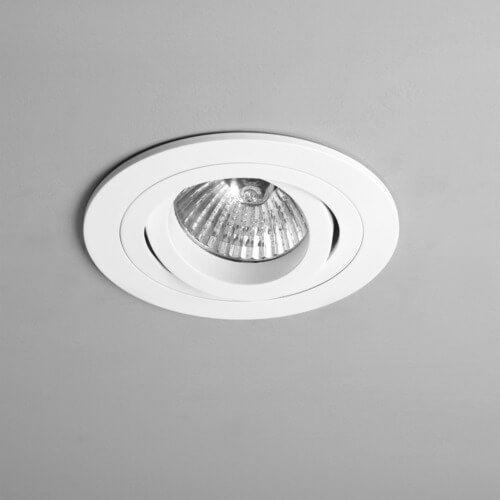 nowoczesne oczko sufitowe z regulacją kąta padania światła, białe, okrągłe oczko wpuszczane w sufit