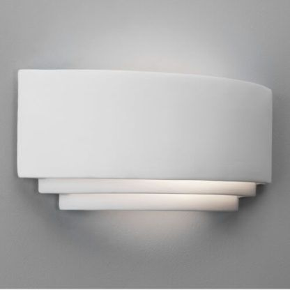 dekoracyjny, biały kinkiet, oryginalny kształt, dekoracyjne oświetlenie do nowoczesnych wnętrz