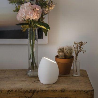 gipsowa lampa stołowa biała z możliwością pomalowania, oryginalna, skandynawska forma - aranżacja