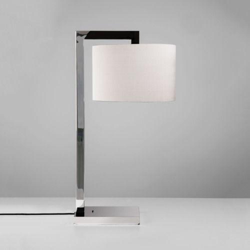 kolekcja eleganckich lamp na srebrnej, nowoczesnej podstawie z klasycznymi, materiałowymi abażurami