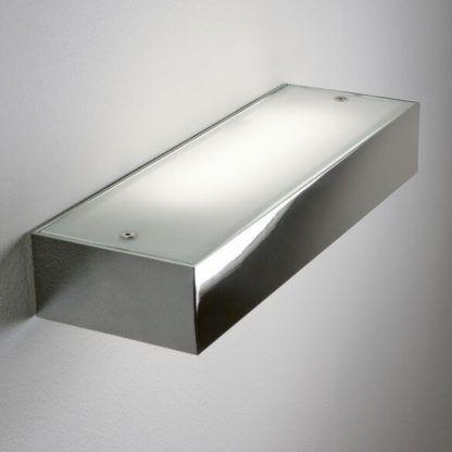 srebrny kinkiet z mlecznym dyfuzorem