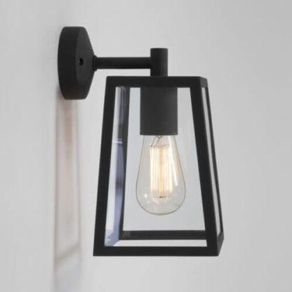 szklany, bezbarwny kinkiet w czarnej ramie z metalu, styl klasyczny, rustic, industrial