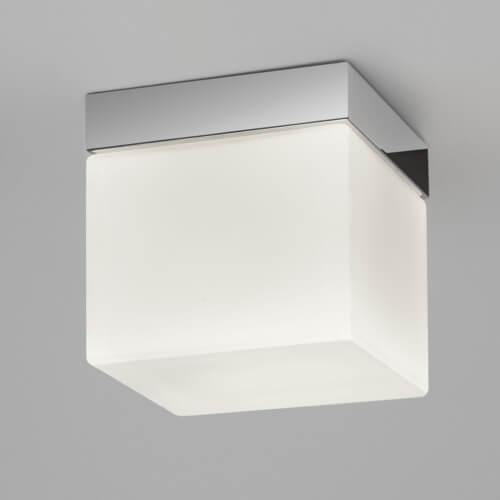kwadratowy, nowoczesny plafon z mlecznego szkła na srebrnej podstawie