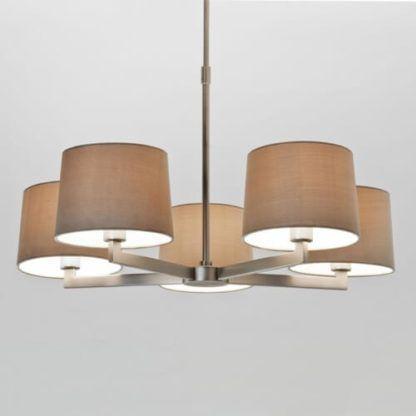 elegancki i minimalistyczny żyrandol, matowe srebro, prosta forma, żyrandol z abażurami