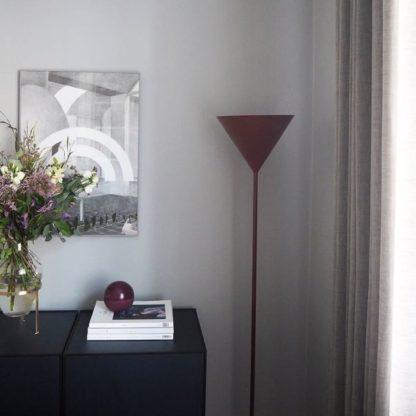czerwona lampa podłogowa, nowoczesna, bordowa