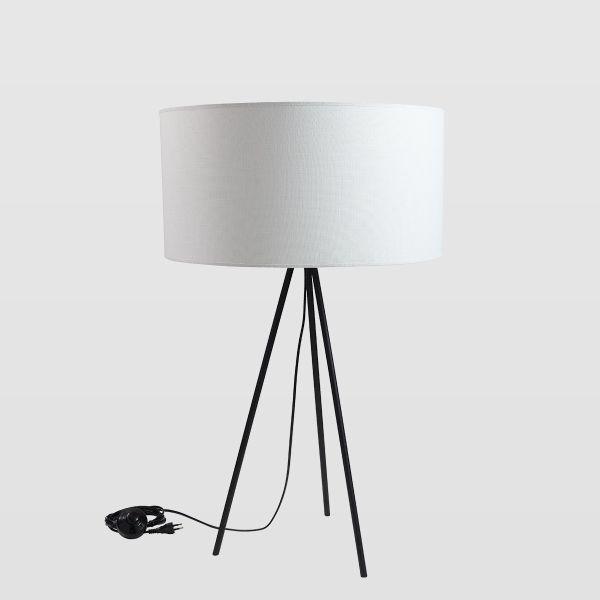 czarny trójnóg z białym abażurem - aranżacja salon