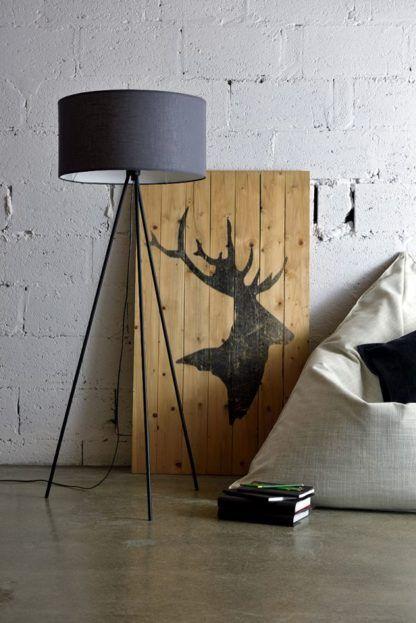 lampa podłogowa z szarym kloszem, trójnóg, styl scandi