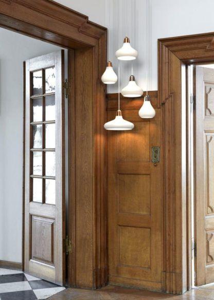szklane lampy wiszące w różnych kształtach - aranżacja klasyczna