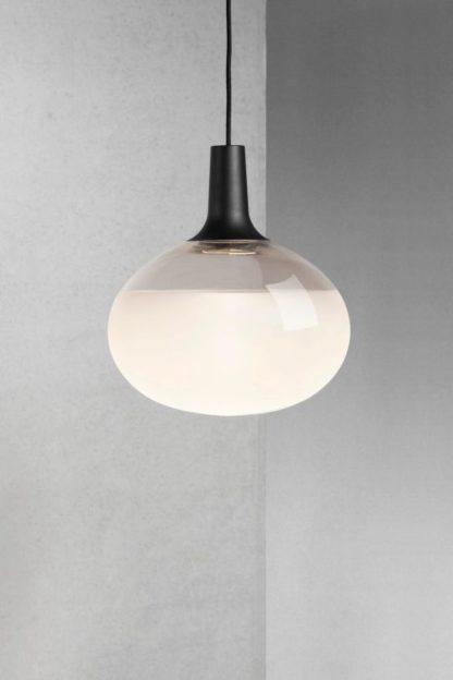 szklana lampa wisząca ze szkła mlecznego i transparentnego