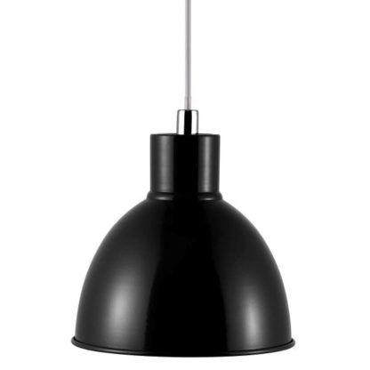 czarna, metalowa lampa wisząca w stylu industrialnym