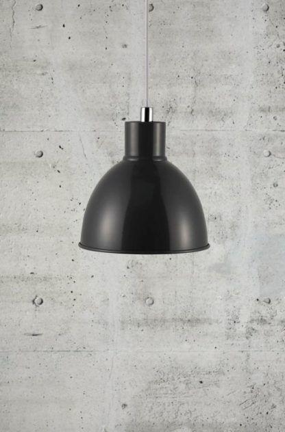 metalowa lampa wisząca w kolorze grafitowym, styl industrialny