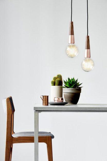 designerskie zawieszenie do lampy z drewnianym elementem, styl skandynawski, miedź - aranżacja jadalnia