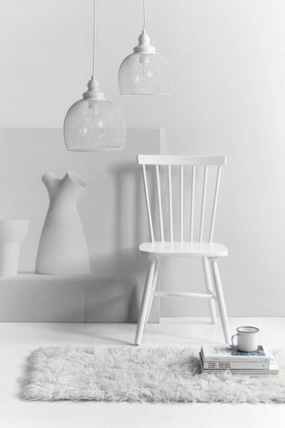 druciana lampa wisząca, biała lampa -biała aranżacja salon scandi, nowoczesny