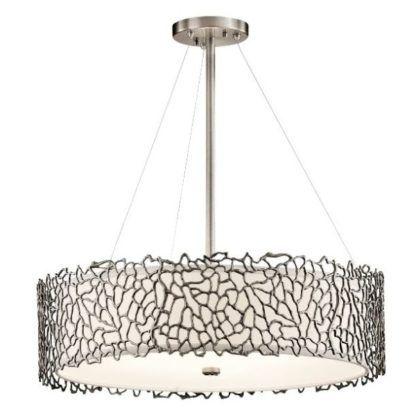 duża lampa wisząca z metalowym kloszem