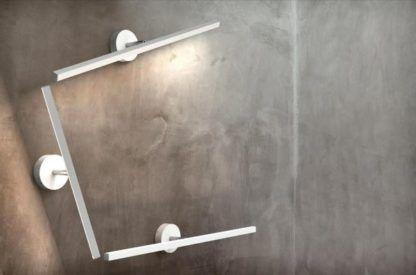biały, podłużny kinkiet do dekoracji światłem