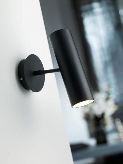nowoczesny kinkiet z metalu, czarny reflektor