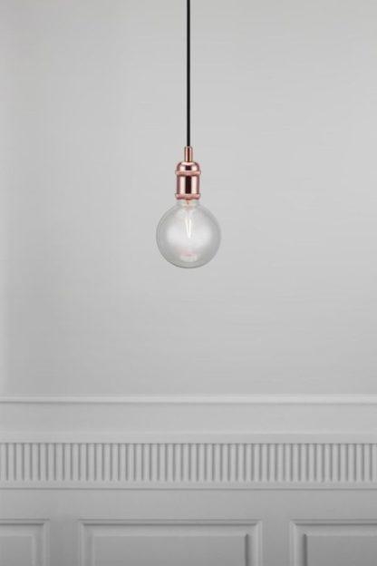 miedziana lampa, surowy styl industrialny
