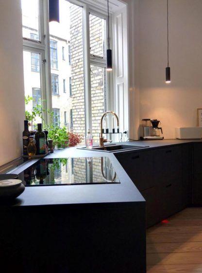 czarna lampa wisząca, nowoczesna, kuchnia