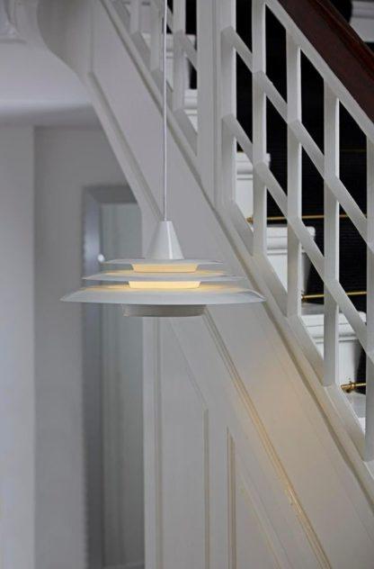 dekoracyjna lampa wisząca z nastrojowym światłem, nowoczesna - aranżacja