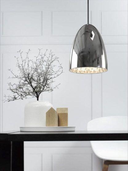 lampa wisząca z lustrzanym kloszem, polerowany chrom, nowoczesna - aranżacja salon, jadalnia