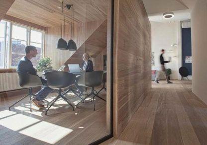 czarna lampa wisząca, styl nowoczesny, aranżacja biuro