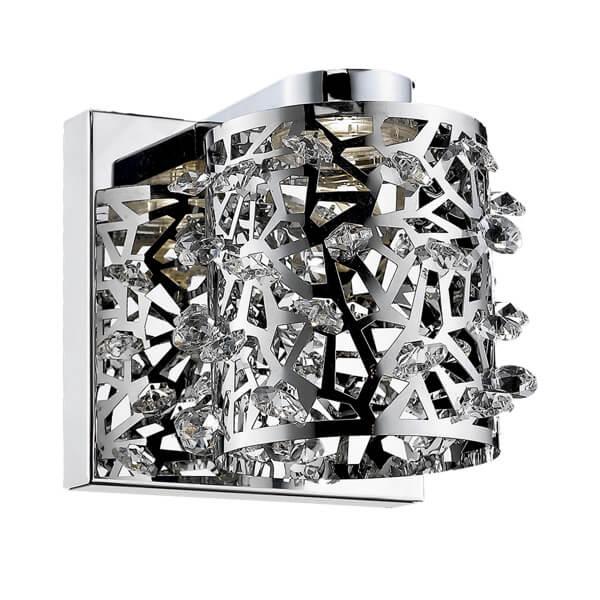 dekoracyjny kinkiet w ażurowym, metalowy wzór ozdobiony malutkimi kryształkami