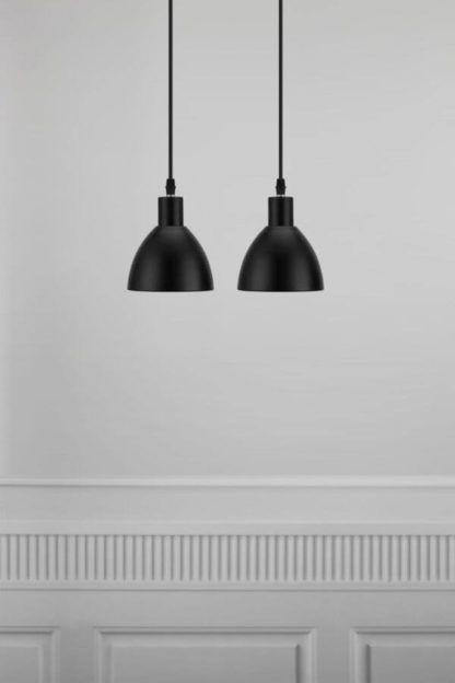 czarna lampa wisząca z metalu, dwa klosze