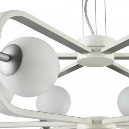 lampa wisząca z mlecznymi kulami i designerskimi ramionami, styl futurystyczny