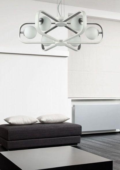 futurystyczny żyrandol inspirowany kosmosem, biały - aranżacja nowoczesny salon