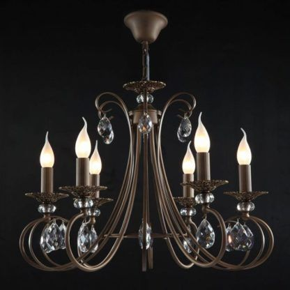 brązowy, elegancki żyrandol świecznikowy ozdobiony kryształkami