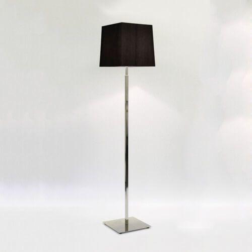 wysoka, elegancka lampa podłogowa - aranżacja jadalnia