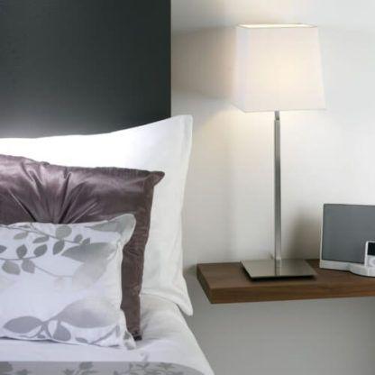 lampa stołowa srebrna, nowoczesna - aranżacja sypialnia