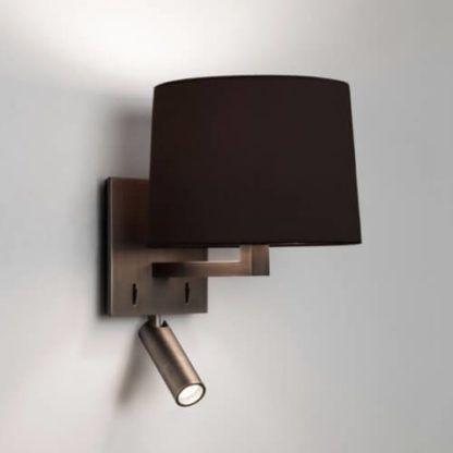 brązowy kinkiet z abażurem i z dodatkowym reflektorem do czytania