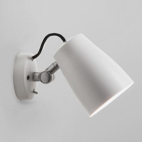 lampy metalowe z łamaną podstawą, regulowaną