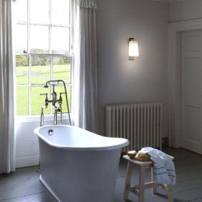 elegancki kinkiet odporny na wilgoć - aranżacja klasyczna łazienka