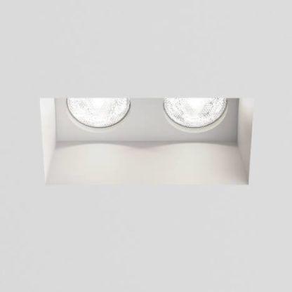 białe, podwójne oczko sufitowe