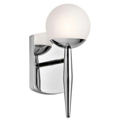 srebrny kinkiet łazienkowy na wydłużonym ramieniu, klosz z mlecznego szkła