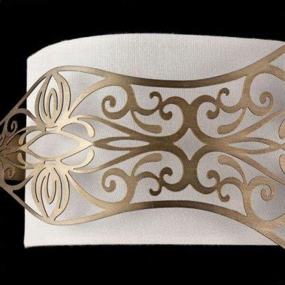 poziomy kinkiet z białym abażurem i złotymi detalami z metalu