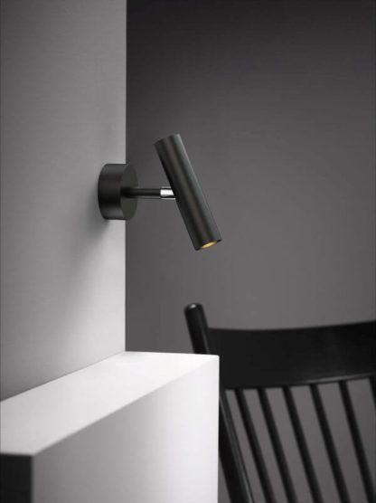 czarny kinkiet ze srebrnymi detalami, nowoczesny, prosty kształt